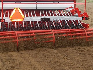 Combi-Seeder-VB-roller-at-the-back.png