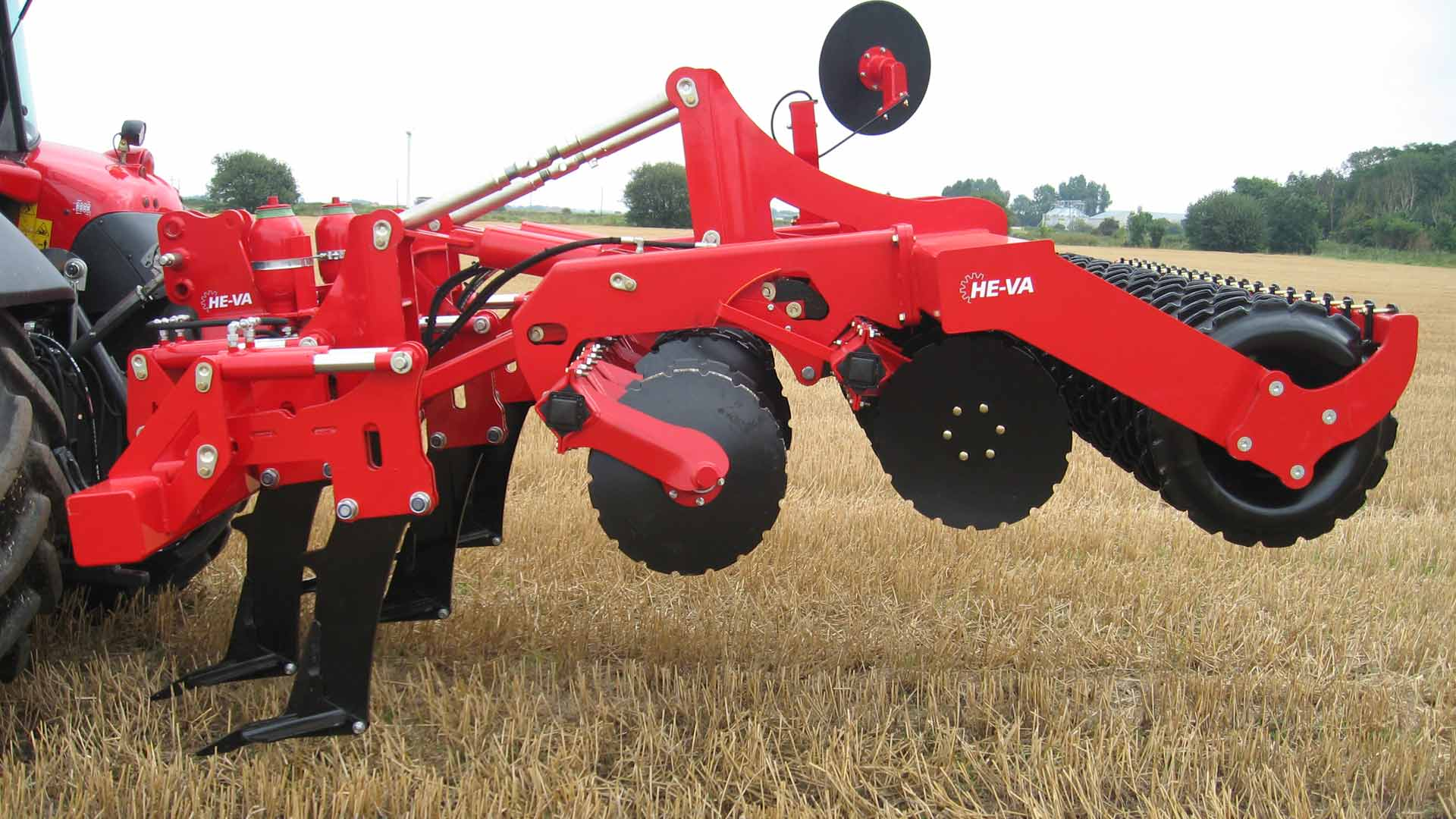Lifting the discs, the Combi Disc can be used for in-depth soil loosening.