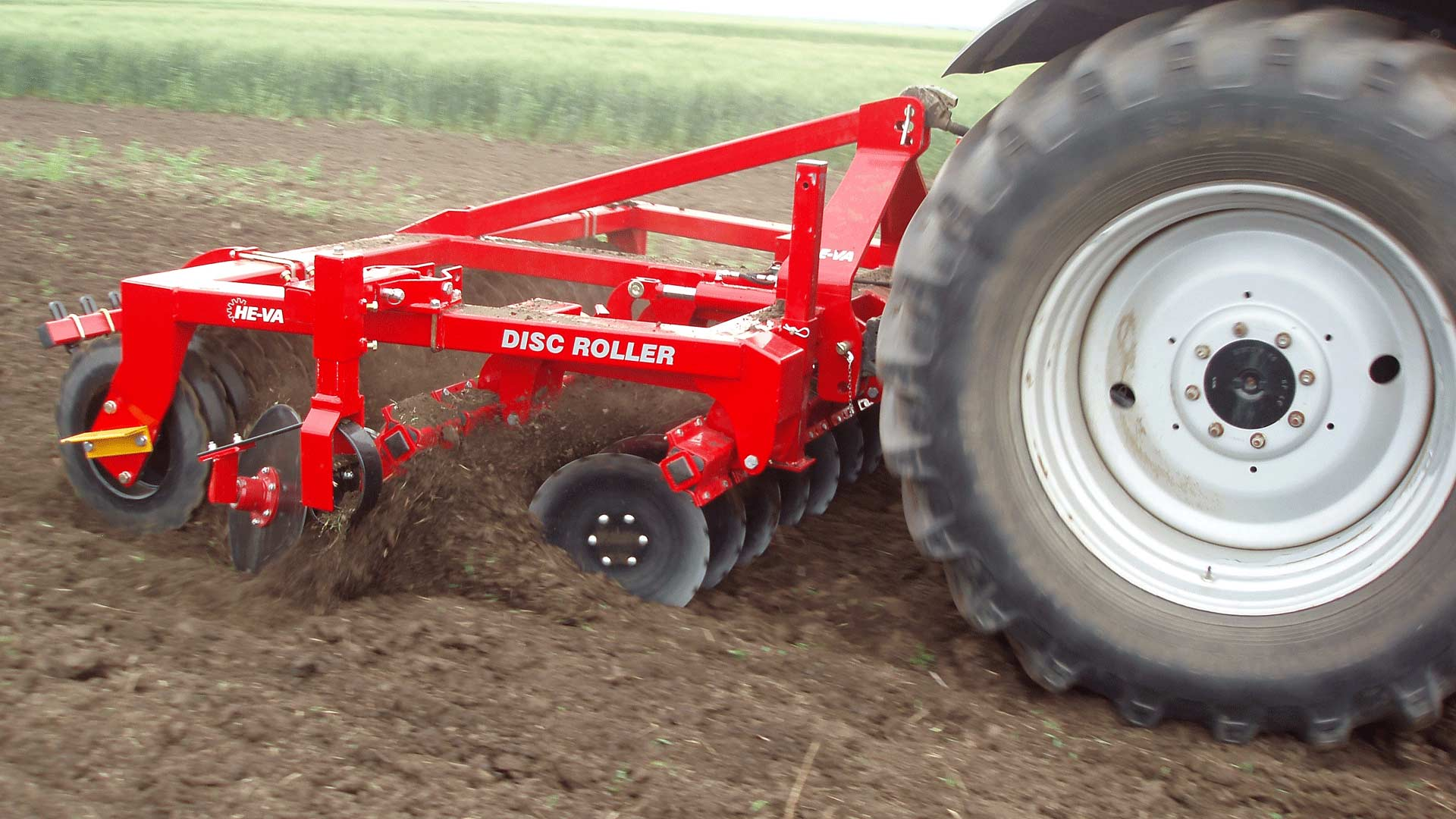 Disc-Roller Classic with one section, both trailed and three-point mounted, has been designed for tractors of app. 100 HP.  This means that smaller farms are offered the possibility of implementing the Disc-Roller technology and get a chance to do reduced tillage and achieve cost savings.